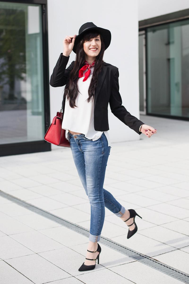 Outfit-simple-Basics-Bluse-Blazer-BlueJeans-Pumps_ShadesofIvory, Hannover Fashionblog