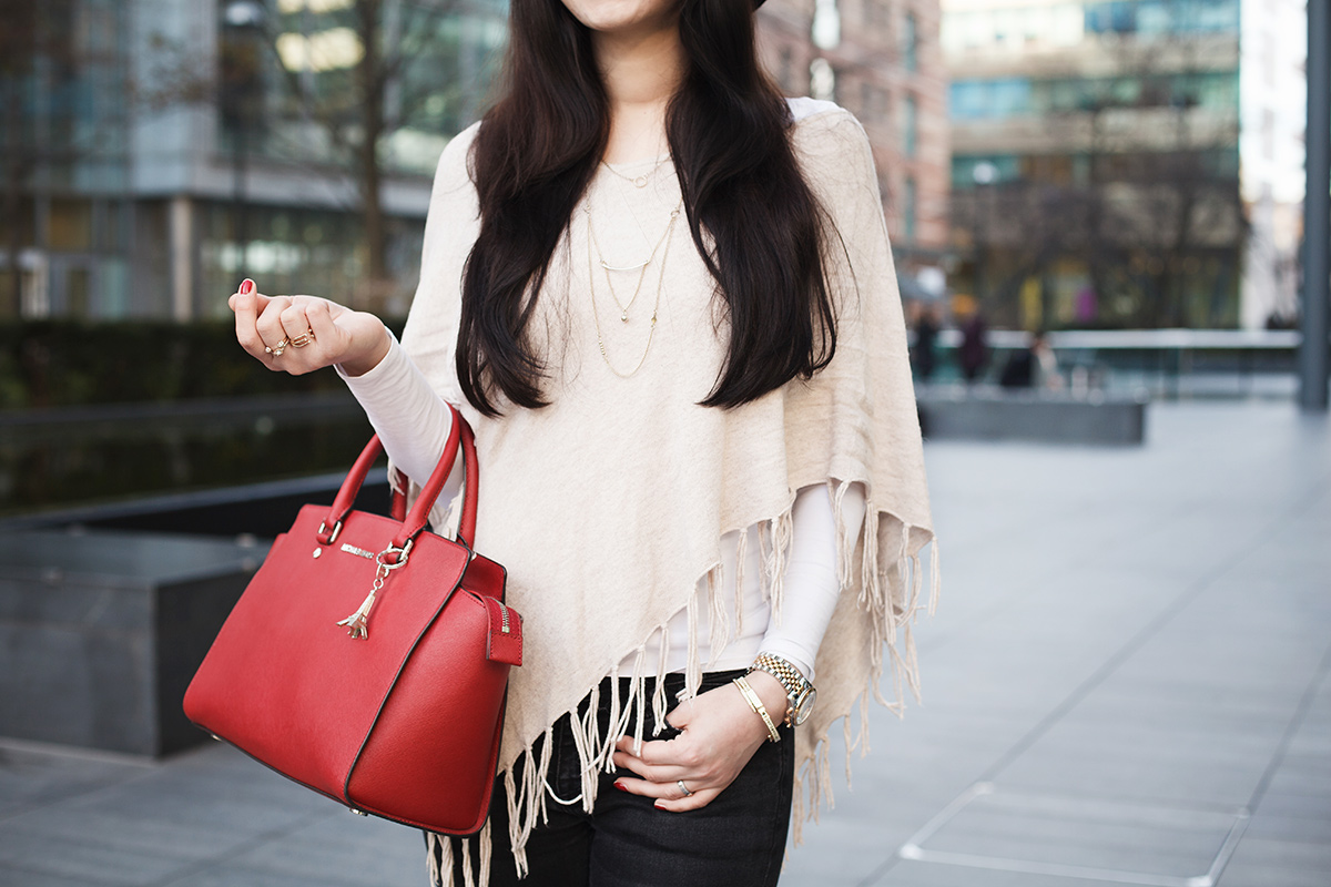 Bild Outfit, London, What i wear in London, Liverpool Street, Poncho, Cape, Hut, Michael Kors, Fashionblog, Shades of Ivory