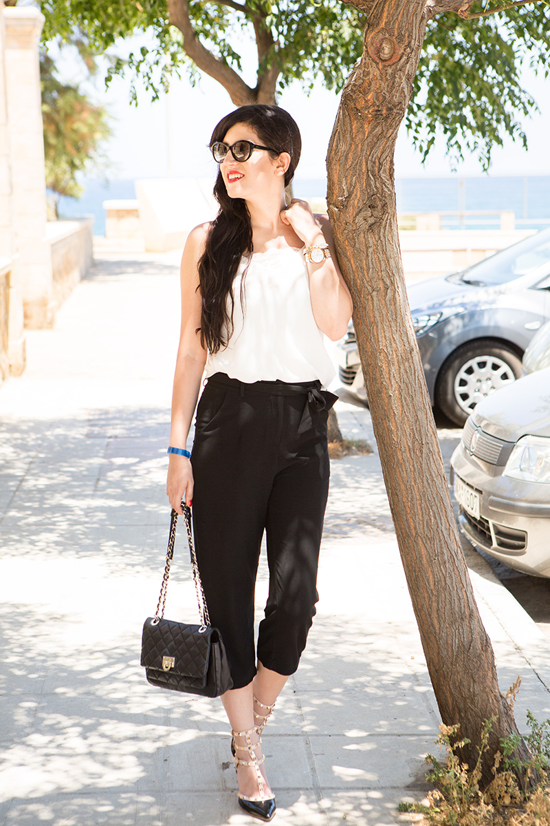 Outfit mit schwarzer Culotte, weißes Top, Camisole, Kreta, Chania, Fashion. Modeblag, Fashionblog, Style, Shades of Ivory, Hannover, OOTD, DKNY, Blogger