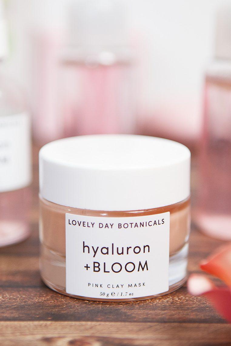 Bild: PHA Säure, Polyhydroxysäure, Lovely Day Botanicals, Hyaluron Bloom, Naturkosmerik, Toner, Pink, Beauty, Beautyblog