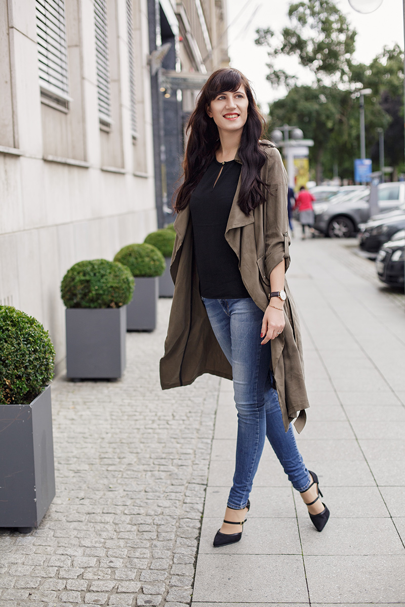 Pre Fall Look, Herbstlook, get the look, khaki, khaki Mantel, Safari, Urban, Skinnyjeans, Michael Kors Hamilton, Daniel Wellington, Blogger, Fashionblogger, Outfit, Shades of Ivory, Hannover