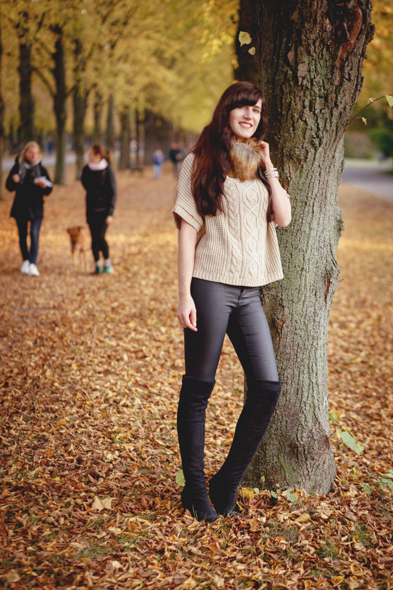 Bild: Fall Look, Herbst Outfit, Autumn, Trenchcoat, Overknees, Hannover, Asos, Fake Fur, Beige, Fashion, Blogger, Hannover
