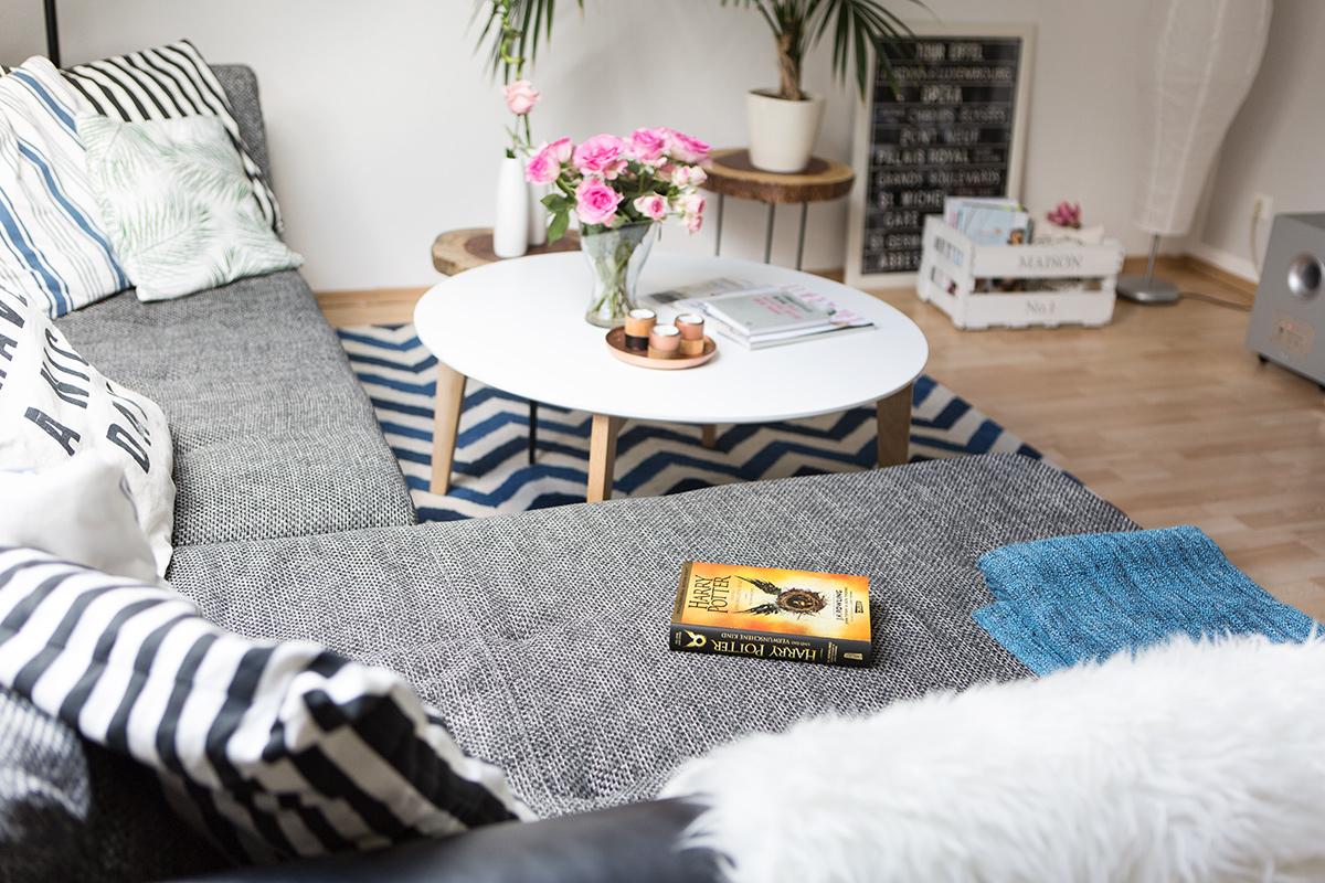 Bild: Interior, Home, Wohnzimmer, Blogger, Einrichtung, Inneneinrichtung, Rosen, Couchtisch, Massiivholz, Inspiration, Deko
