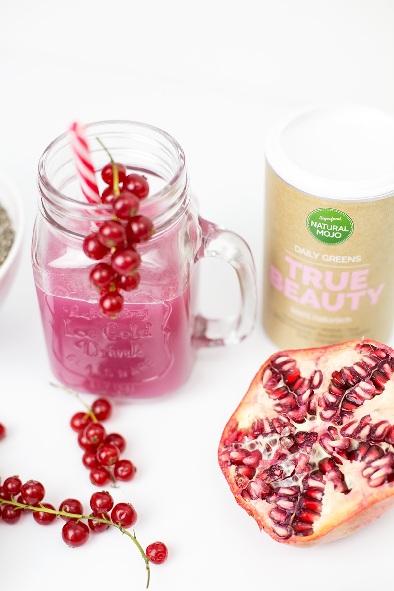 Bild: Natural Mojo, BerryBoost,Superfoods, Chia Samen - Müsli, True Beauty - Drink, Granatapfel
