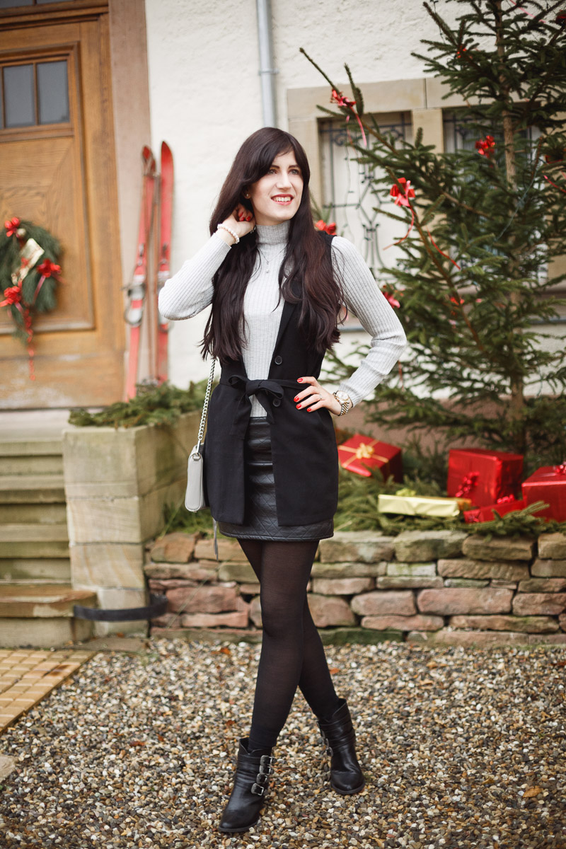 Bild: Christmas Eve, Look, Outfit, grauer Pullover, Wollpullover, Rock, Weste, Outfit, Style, Christmas, Minkoff, Blogger, Fashionblhgger, Hannover, Shades of Ivory
