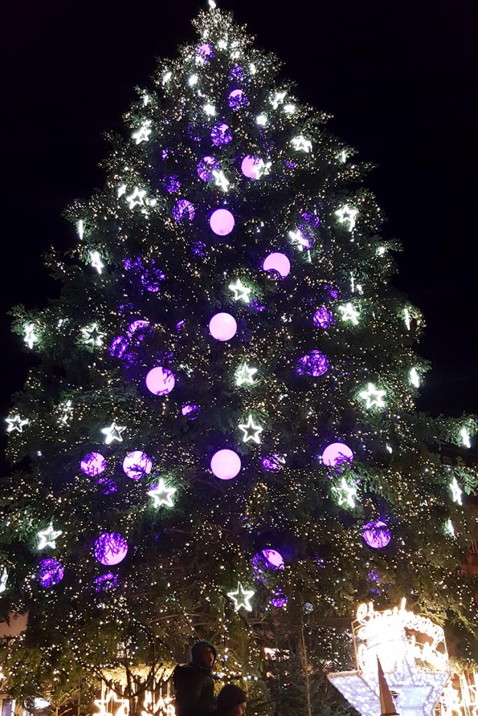 Bild: Straßburg, Weihnachten, Strasbourg, Place Klever, Weihnachtsbaum, Frankreich, Reisebericht, schönsten Urlaubserinnerungen