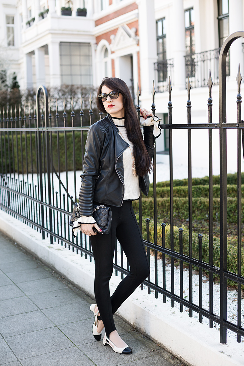 Bild: Outfit, Mango, Lederjacke, Statement Ärmel, Statement-Sleeves, Steghose, Stegleggings, Mango, Trompetenärmel, Fashion, Modeblog, Modeblogger, Hannover, Spring, ootd, Inspiration, Fashion, Blogger, Hannover, Sling Pumps, DKNY Gansevoort,. Beige, Schwarz, How to Style,