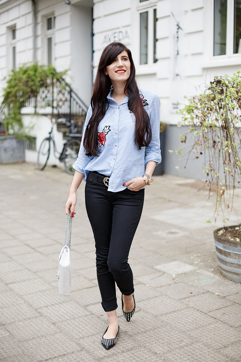 Bild: Outfit, Fashionblogger, Hannover, Berlin, Ivory, Chanel, Chanel 2.55, Gucci Gürtel, Levi's Jeans, Streifen, Patches, Mode, Look, Style, Blogger, Michael Kors, Rosen Patch, Patches, Ballerinas mit Nieten, Nietenballerinas, Asos