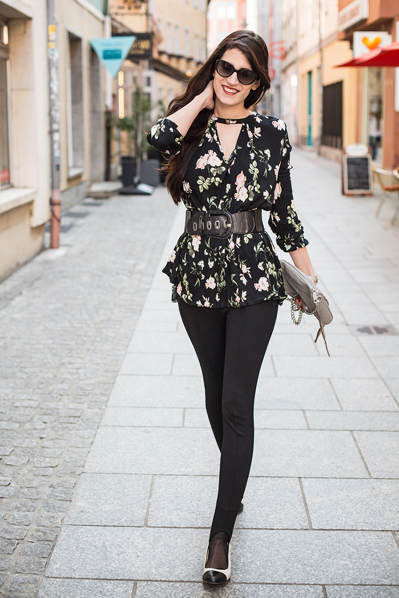 Bild: Outfit, Blumen Kleid, florales Kleid, Bluse, SheIn,Steg-Leggings, Mango, Rebecca Minkoff Mini MAC, Daniel Wellington, Outfit, ootd, Fashionblog, Modeblog, Shades of Ivory, Berlin
