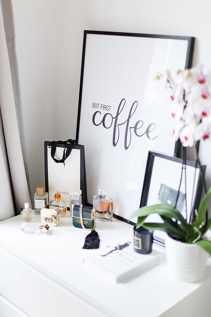 Bild: But first Coffee, Interior, Interieur, Wandgestaltung, Desenio, Gallery Wall Schlafzimmer, Bedroom,, Blogger, Living, Wohnen, Inneneinrichtung, Shades of Ivory, Blog, Berlin