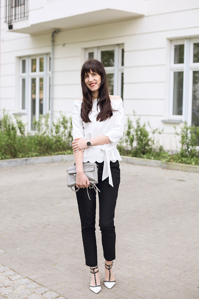 Bild: Outfit, Offshoulder, SheIn, Blogger, Berlin, Nietenpumps, Spring, Frühlingslook, Fashion, Rebecca Minkoff, Blogger, Shades of Ivory