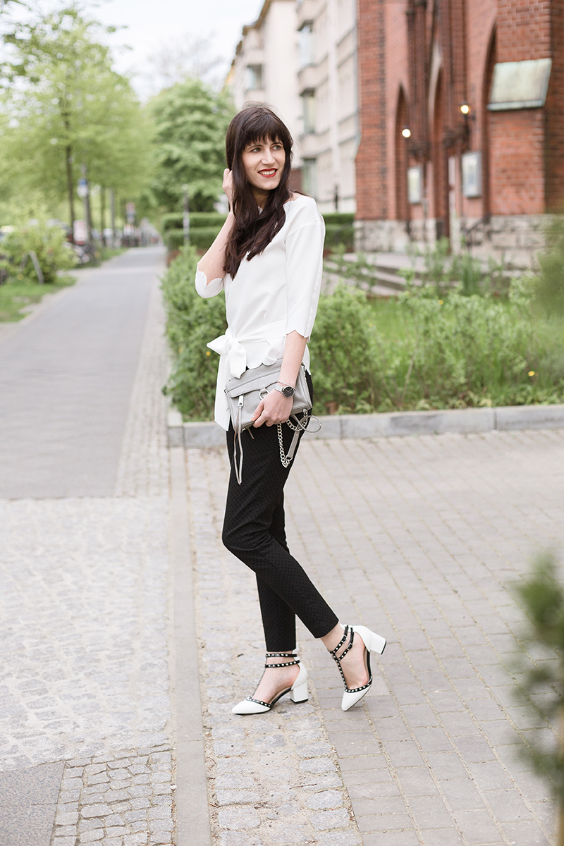 Bild: Outfit, Offshoulder, SheIn, Blogger, Berlin, Nietenpumps, Spring, Frühlingslook, Fashion, Rebecca Minkoff, Blogger, Shades of Ivory