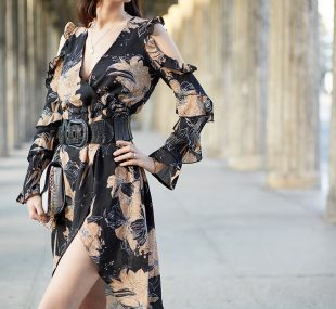 Outfit: Das Midikleid im Fashionkarussell