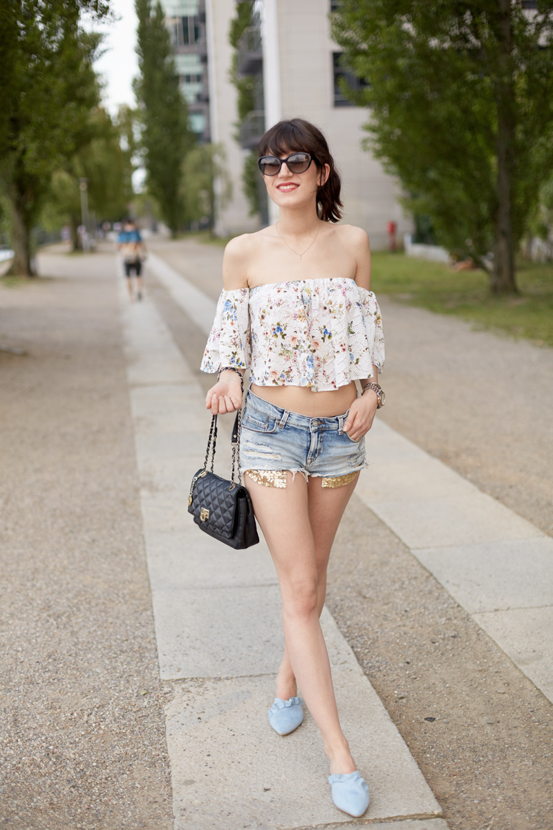 Outfit: Off-Shoulder- Off Shoulder Bluse, Zara, Blogger, Hot Pants, Bikini Figur, Pantoletten, Mules, Berlin, Blogger, Fashionblhgger, Shades of Ivory, Outfit, 3 ways to style, Style, wie kombiniere ich, Shades of Ivory, Modeblog, Berlin