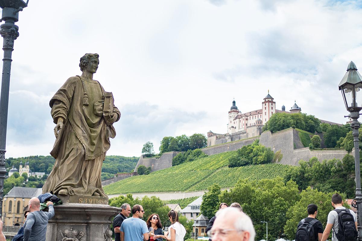 Bild: Würzburg, Reisebericht, Travel, Bayern, Festung Marienberg, Weinberg, Alte Mainbrücke, Blogger, Berlin