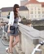 Vichy-Karo Kleid, weißer Blazer & Pumps