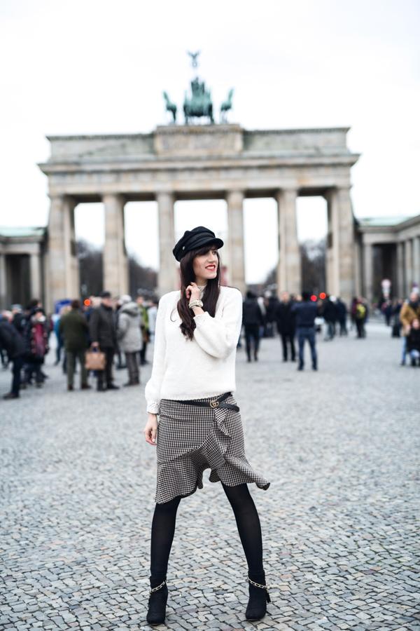Bild: Outfit, ootd, Fashion, Fashionblhgger, Berlin, Tipps, Selbstvertrauen stärken, Blogger, Style, Glenechek, Gingham, Karo, Baker Boy, Mango, Volants, Herbst, Winter, Shades of Ivory
