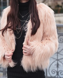Bild: Outfit, Fake Fur, Kunstfell, Faux Fur, Kunstpelz, Outfit, Style, Blogger, Modeblog, Fashionblog, Ootd, Gucci, Chloe Lookalike, Berlin Blogger, Berlin,