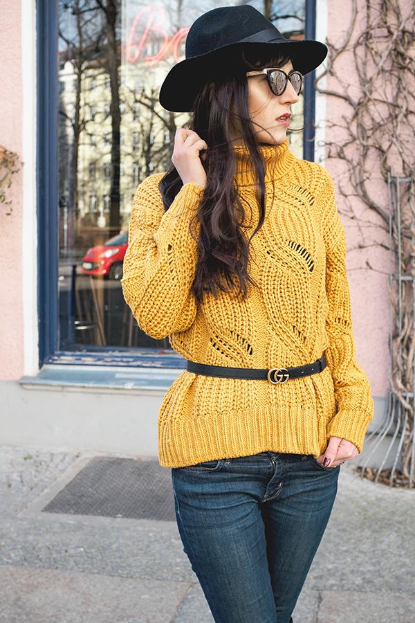 Bild: Outfit, Blogger, Berlin, Fashionblogger, Berlin Blogger, Shades of Ivory, Hut, Baker Boy, Kopfbedeckung, Fashionblog, Modeblog, Knitwear, Gelb,