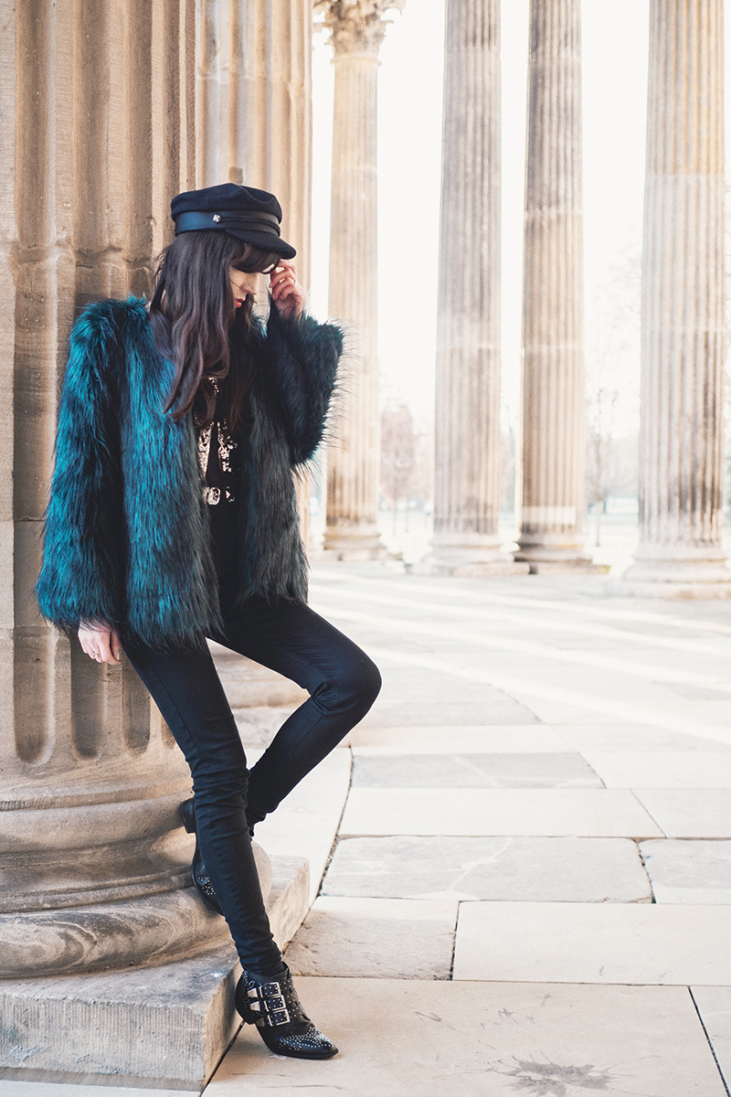 Bild: Outfit, Fake Fur, Kunstfell, Faux Fur, Kunstpelz, Outfit, Style, Blogger, Modeblog, Fashionblog, Ootd, Potsdam, Sansoucci, Berlin Blogger, Berlin, grüne Felljacke, Bloggerstyle,