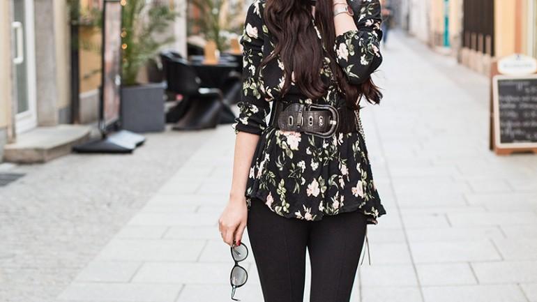 Outfit: Spring Look mit floraler Bluse, Steg-Leggings und Sling Pumps