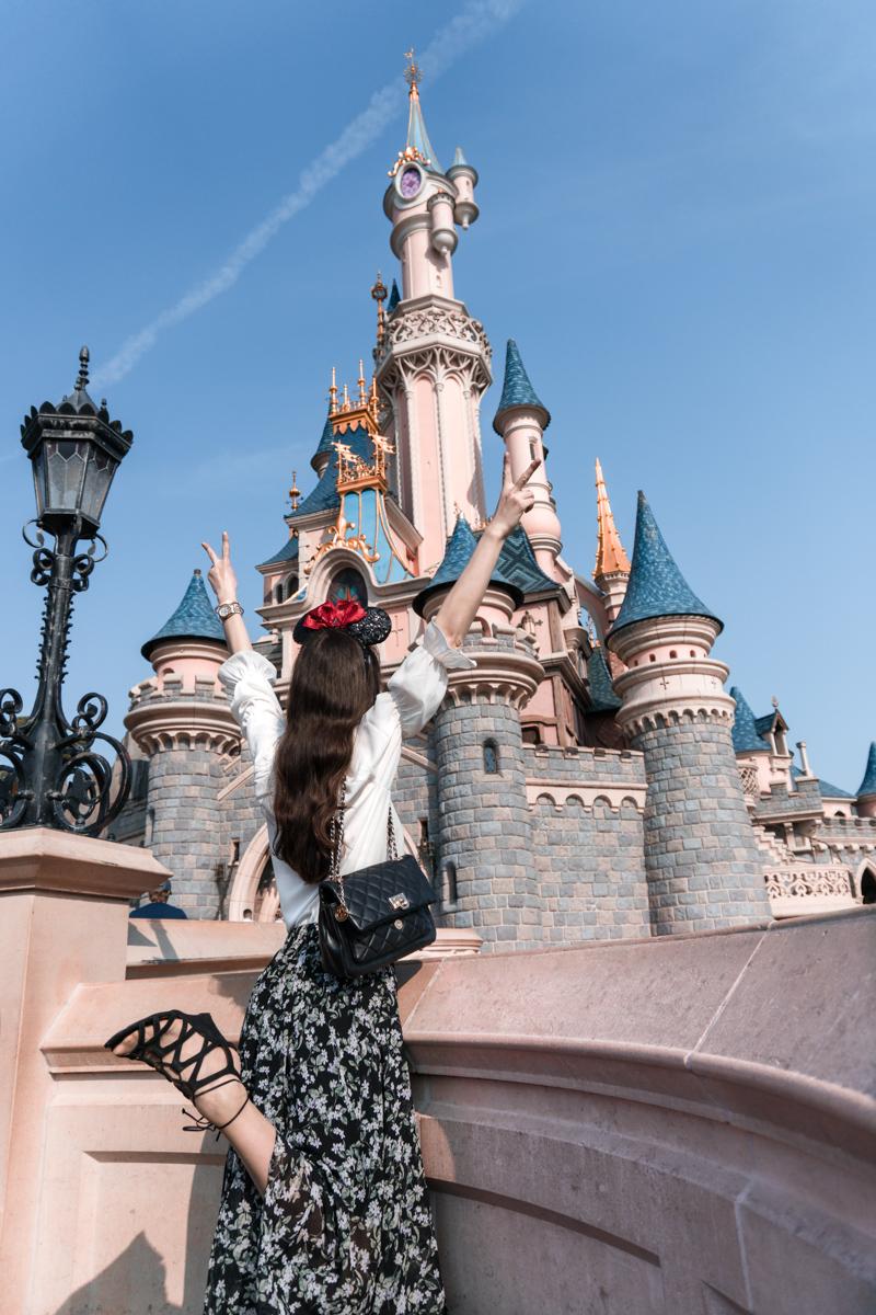 Bild: Disneyland, Disneyland Paris, Disney Parks, Erwachsener ins Disneyland Paris, Disney Illumination, Abschlussfeuerwerk, Micky Maus, Travel, Reiseblog, Fashionblog, Shades of Ivory, Blogger Berlin, Disney Schloss, Dornröschenschloss, Dis