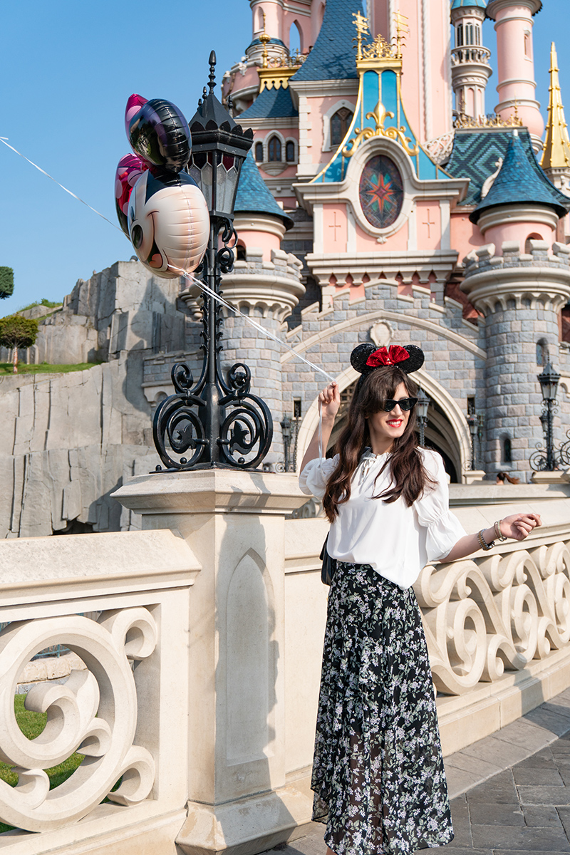 Bild: Outfit, Paris, Streetstyle, Parisienne, Parisian Chic, Off Shoulder, Baskenmütze, Style, Ootd, Blogger, Fashionblogger, Berlin, Shades of Ivory, Bloggerstyle, Disneyland Paris, Disney Schloss, Minnie Mouse,