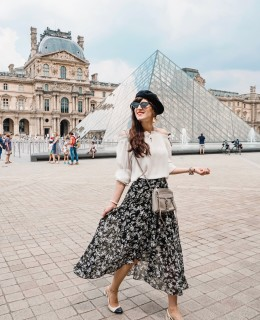 Bild: Outfit, Paris, Streetstyle, Parisienne, Parisian Chic, Off Shoulder, Baskenmütze, Style, Ootd, Blogger, Fashionblogger, Berlin, Shades of Ivory, Bloggerstyle, Louvre,